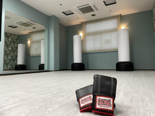 ジム内装、グローブレンタル無料 - キックボクシングジム